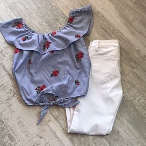 Tops - Summer Blouse with Embroidered Flowers
